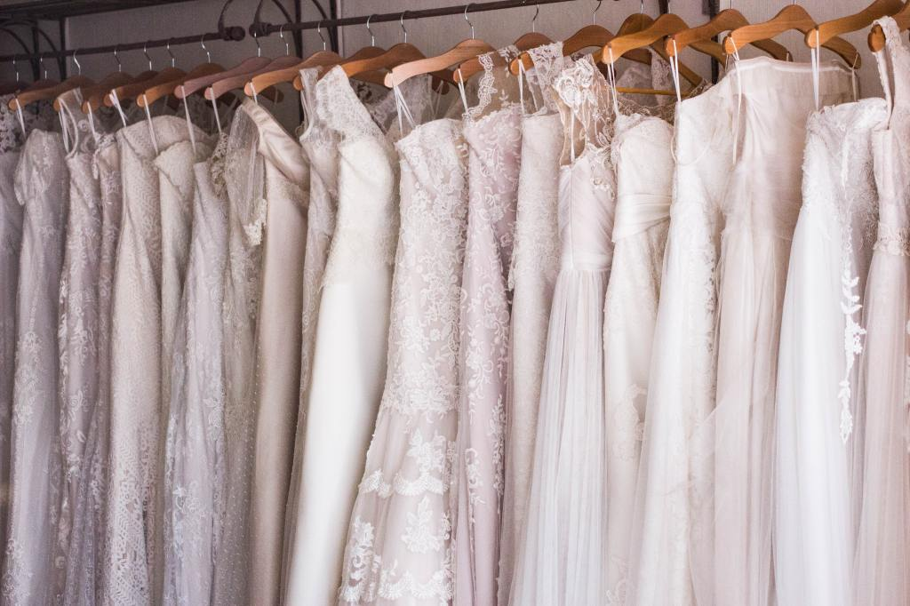 Green Manatee how to create less waste for your wedding preloved wedding dresses