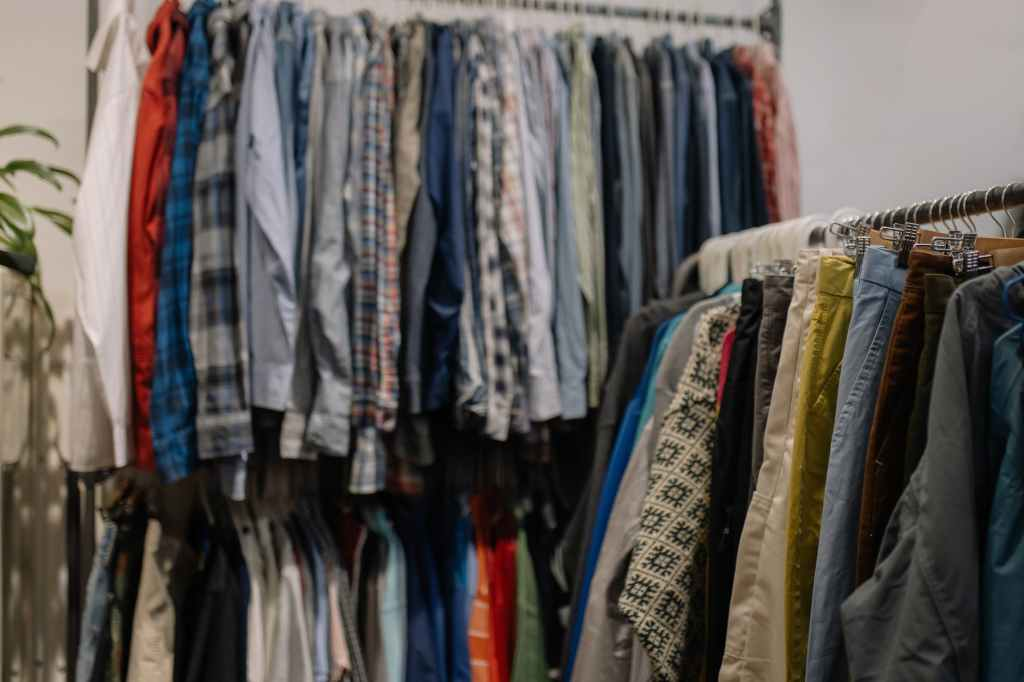 Sustainable second-hand clothing rail